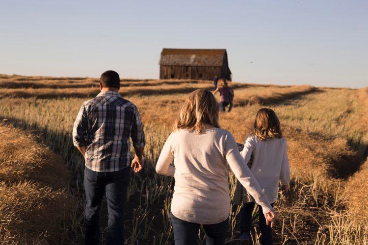 50 Family Photo Ideas for Fall