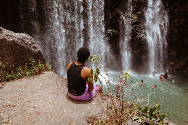 Perfect Travel Photos: Poses, Lighting, & Other Tips