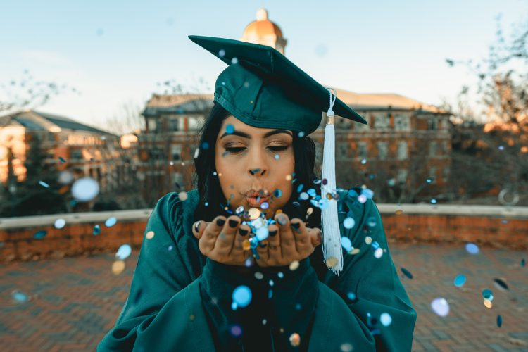 10 Gift Ideas For the Grad in Your Life