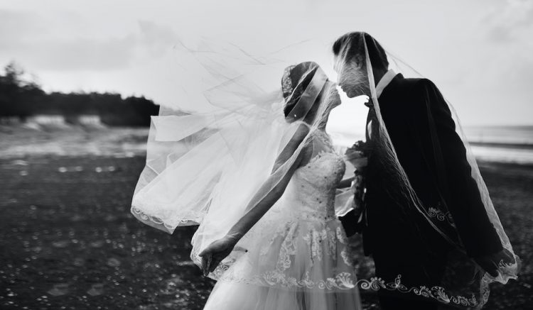 How to Pick Pictures for your Wedding Album